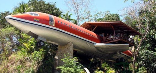 airplane house in costa rica