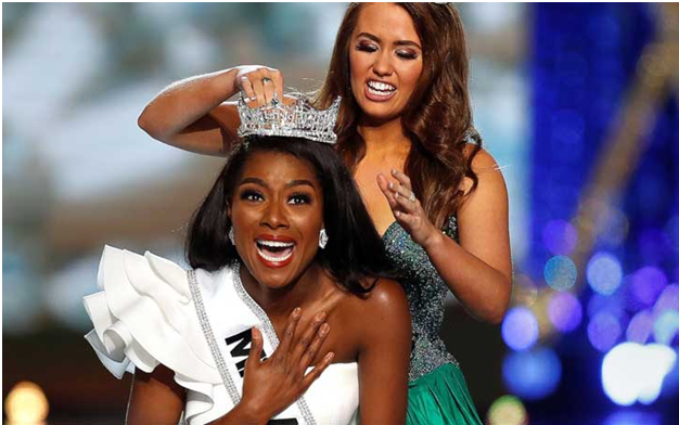 Former Miss America. Cara Mund, Crowning Nia Franklin, Winner of 2019 Miss America